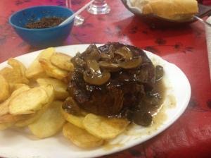 Steak with Spanish potato at Des Nivel