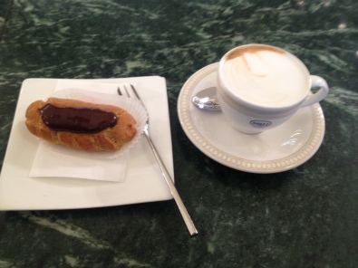 Trying Eclair in Florence